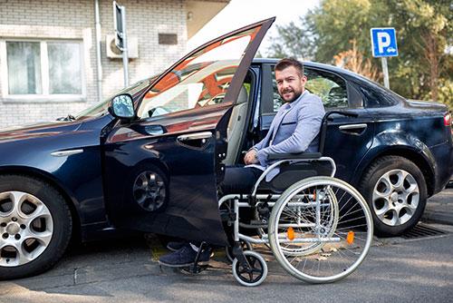 Behindertengerechtes PKW für Menschen mit Behinderung